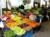Markthalle mit frischem Obst