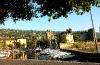 Torri, Hafen mit Burg