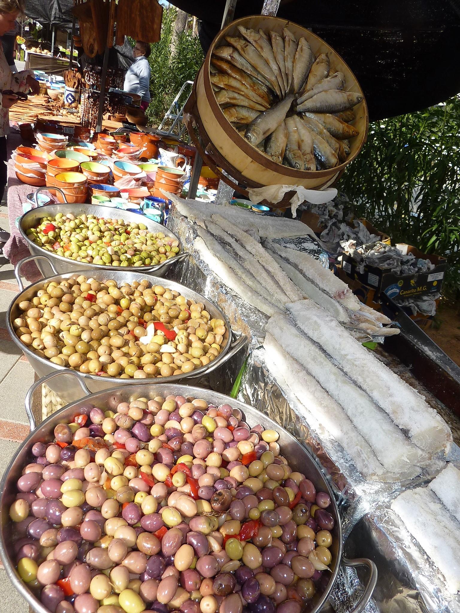 Oliven und Fisch