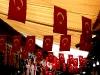 Atatürk unter der Nationalflagge
