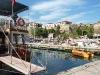 Hafen mit der alten Stadtmauer