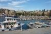 Hafen mit alter Stadtmauer