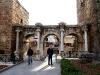 Hadrianstor - Beginn der Altstadt
