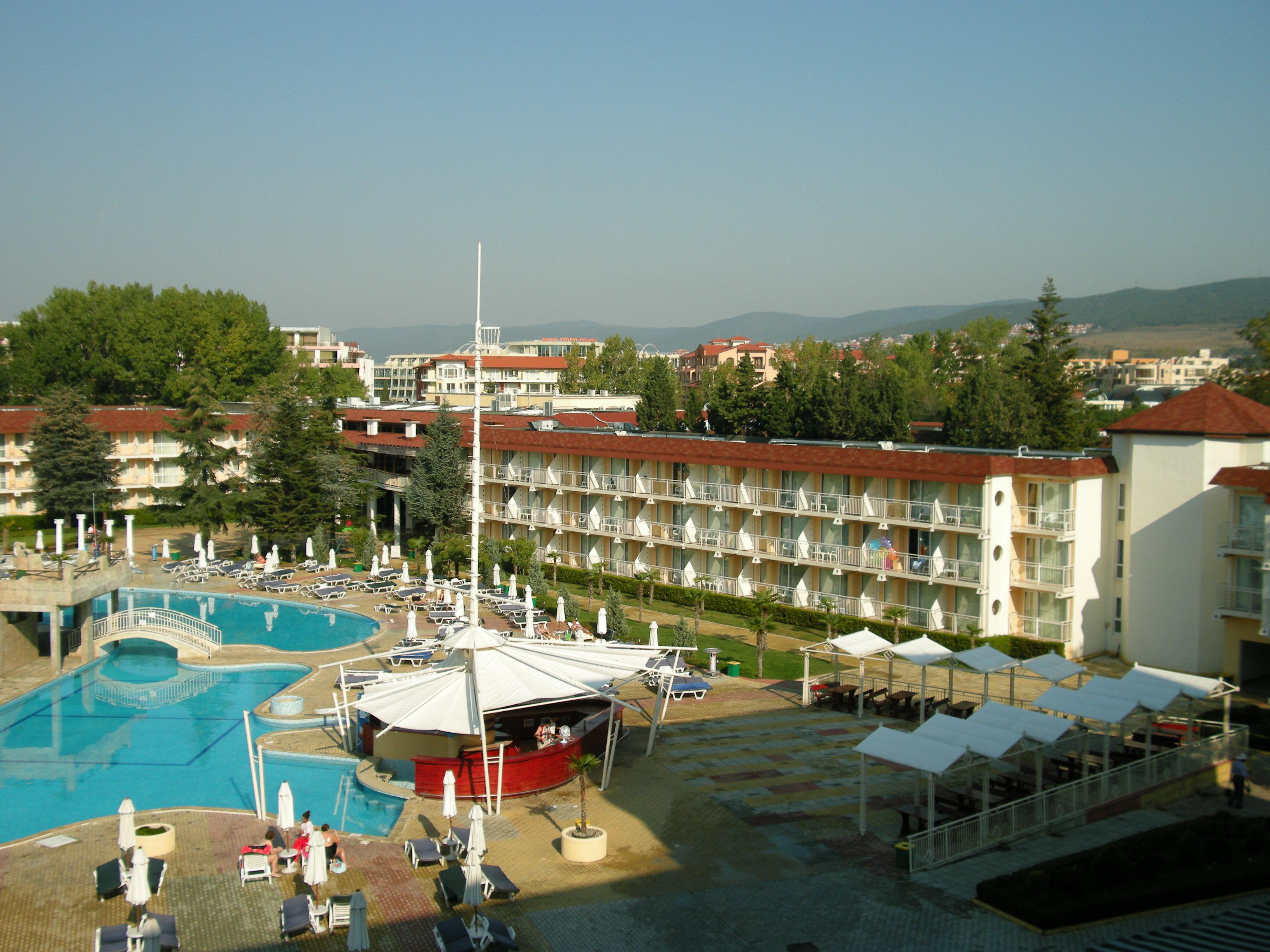 """Hotel \""""Evrika\"""" mit Pool"""
