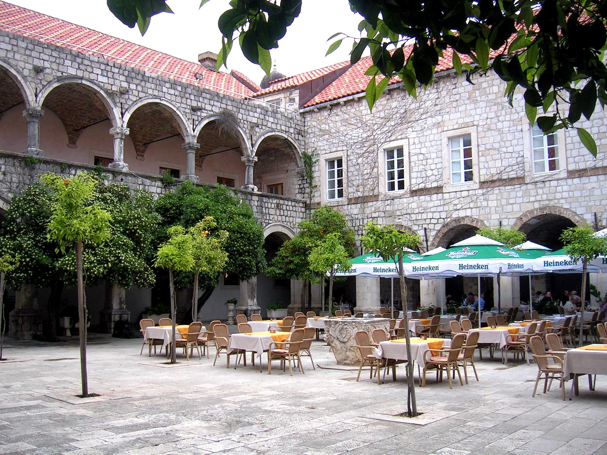 Innenhof an der Stadtmauer