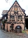 Straße mit historischem Haus