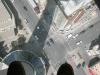 Blick vom Turm nach unten - auf einer Scheibe stehend