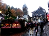 Weihnachtsmarkt und katholische Pfarrkirche