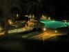 Nächtlicher Pool im Hotel