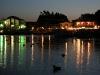 Nächtliche Hafenbeleuchtung